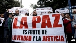 Los 31 obispos chilenos activos renunciaron en abril en El Vaticano luego de reunirse con el papa, quien los acusó de no ocuparse de los niños abusados.