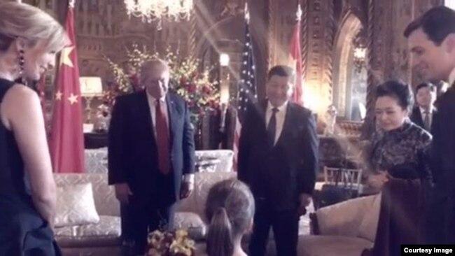 Cháu gái của Tổng thống Hoa Kỳ Donald Trump đã biểu diễn một bài hát bằng tiếng Hoa trước Chủ tịch Trung Quốc Tập Cận Bình và phu nhân Bành Lệ Viên.