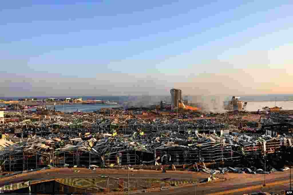 بندرگاہ میں دھماکے کے مقام پر آگ لگی دیکھی گئی جس کے بعد ایک بڑا دھماکہ ہوا اور بھڑکنے والی آگ کے شعلے دور دور تک دیکھے گئے۔
