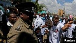 Abaganga muri Kenya mumyigaragamvyo