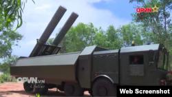 Hình chụp từ YouTube cho thấy buổi huấn luyện chiến đấu với loại tên lửa mà báo chí trong nước gọi là 'sát thủ diệt hạm'.