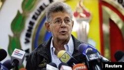 """""""No es viable la participación en estas elecciones"""", aseveró también el veterano diputado opositor del partido Acción Democrática, Henry Ramos Allup."""