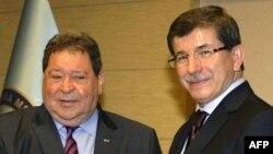 چپ: وزیر بازرگانی اسراییل و وزیر امور خارجه ترکیه