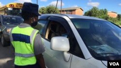 Police are enforcing lockdown regulations in Zimbabwe. (VOA)