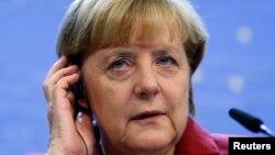 Kanselir Jerman Angela Merkel dalam konferensi pers di Brussels (25/10).
