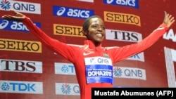 Atleta queniana, Agnes Tirop, no pódio depois de receber a medalha de bronze do 10.000m em Doha. 29 de Setembro 2019