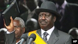 Kenyan Prime Minister Raila Odinga takes a new oath of office after signing the new constitution into law, at Uhuru Park in Nairobi, Aug 27, 2010 (file photo)