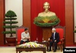 Philippines President Rodrigo Duterte, left, and Vietnam's Communist Party General Secretary Nguyen Phu Trongt talk at the party's headquarters in Hanoi, Vietnam, September 29, 2016.