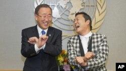 Генеральный секретарь ООН Пан Ги Мун и рэппер PSY, (Пак Чэ Сан) танцуют Gangnam Style