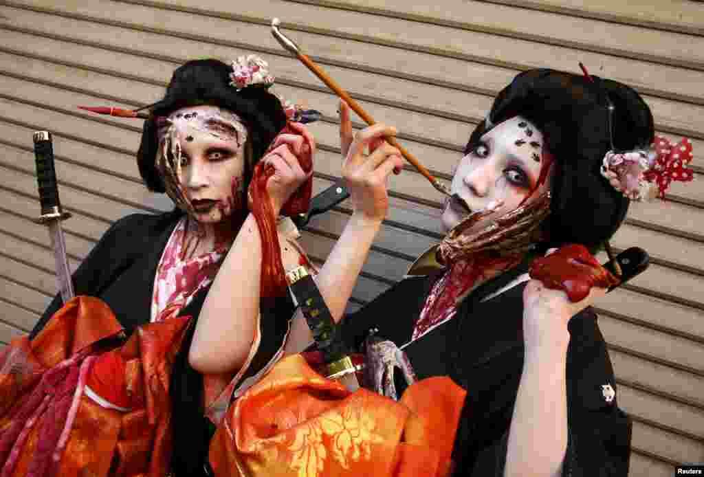 د جاپان په کاواساکي ښار کې د هالووین جشن دوه ګډونکونکې