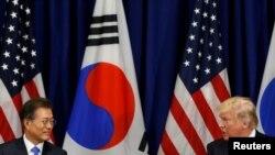 Tổng thống Mỹ Donald Trump gặp Tổng thống Hàn quốc Moon Jae-in tại Đại hội đồng Liên hiệp quốc ở New York ngày 21/9/2017