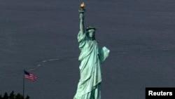 纽约市港口的自由女神像