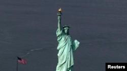 Mutum-mutumin da ake kira Statue of Liberty a Amurka, wanda wuri ne da Amurka take tunkaho da shi.