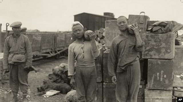 Members of the Chinese Labour Corps move munitions during World War I