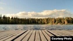 典型的华盛顿州湖滨景色。