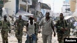 Dakarun gwamnatin Somaliya kenan ke rangadi a kasuwar Bakara da ke birnin Mogadishu