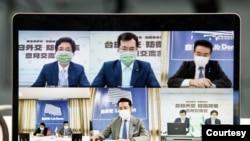 """台湾和日本的执政党8月27日举行双边""""2+2安全对话""""视频会议。(照片来自台湾民进党推特)"""