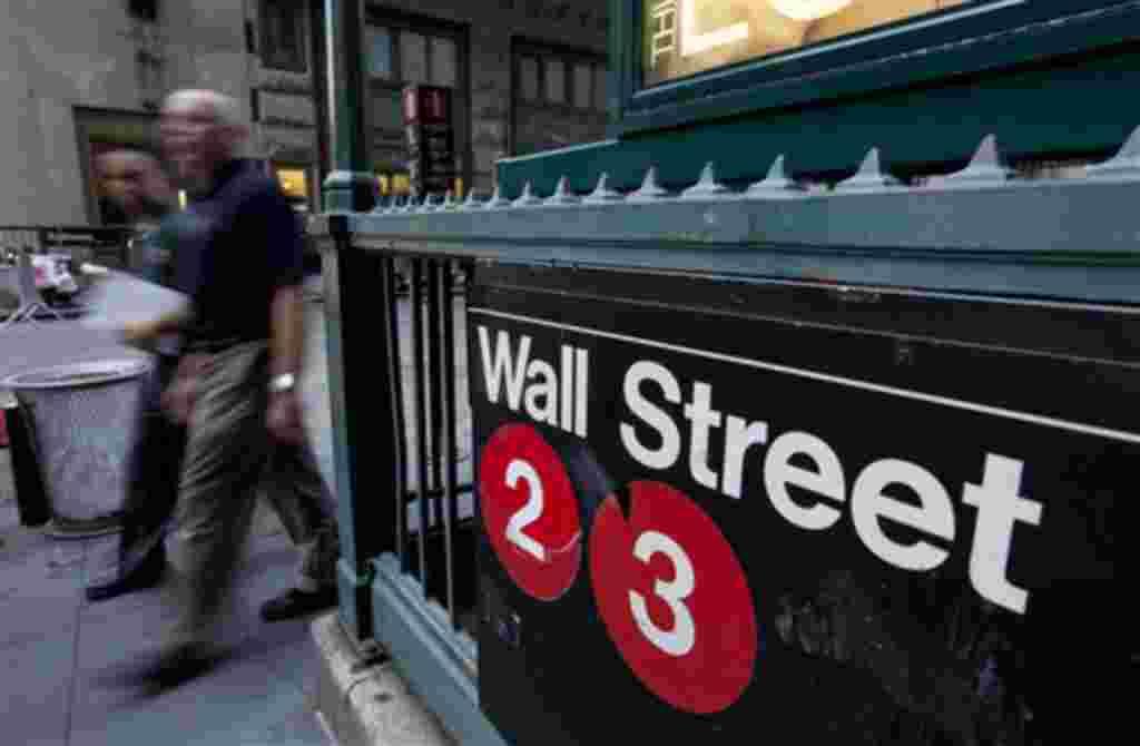 El distrito financiero de Wall Street en Nueva York es el centro de atención de las operaciones bursátiles.