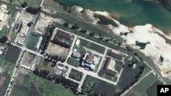 Foto satelit fasilitas nuklir Korea Utara di Yongbyon, sebelah utara Pyongyang (foto: dok). Korut mengancam akan memperkeras tentangan terhadap tekanan internasional atas program nuklirnya.
