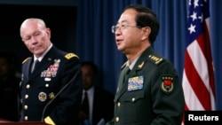 2014年5月15日中国军队总参谋长房峰辉与美军参谋长联席会议主席邓普西将军在五角大楼举行联合记者会