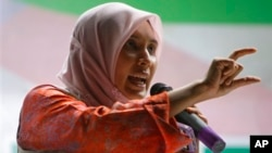 FILE - Malaysia's opposition People's Justice Party candidate Nurul Izzah speaks during an election campaign rally in Putrajaya, Malaysia, Friday, April 26, 2013. Malaysian will head to the polls to cast their vot