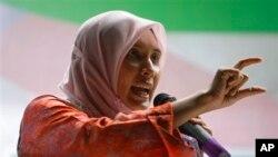 Nurul Izzah, putri Anwar Ibrahim berpidato dalam acara kampanye di Putrajaya, Malaysia (foto: dok).