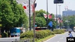 日本政府部门所在地-东京霞关的街头周六披上日美国旗迎接特朗普