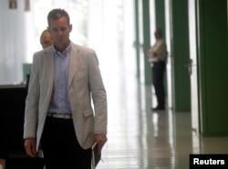 Spain's Duke of Palma Inaki Urdangarin leaves a court after testifying in Barcelona, July 16, 2013.