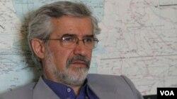 میرمحمود موسوی سفیر سابق ایران در هند و پاکستان است.