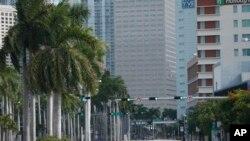 Yon ri anba lavil nan Miami ki konn chaje ak moun e pi machin men kounye a vid akoz menas siklòn Irma sou eta Florid. Septanm 8, 2017.