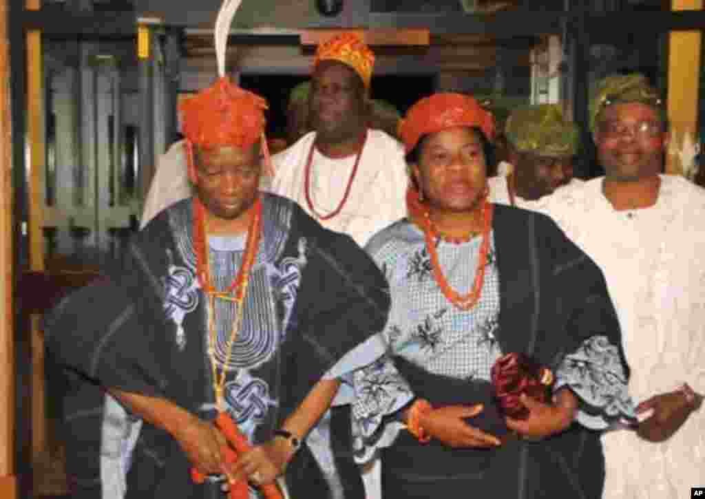 The Olowo of Owo Kingdom, Oba D.V. Folagbade Olateru-Olagbegi III and the Olori Lolade Olateru-Olagbegi arriving for the fundraising dinner