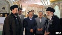 دیدار حسن خمینی و آیت الله خامنه ای در آرامگاه بنیانگذار انقلاب اسلامی