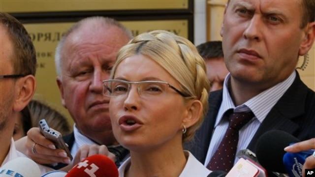Former Ukrainian Prime Minister Yulia Tymoshenko speaks to the press at the Pecherskiy District Court in Kyiv, Aug. 5, 2011