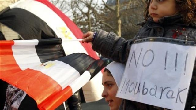 Demonstrators gather during a protest against Egyptian President Hosni Mubarak outside the Egyptian embassy in Paris, January 31, 2011