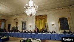 El presidente Barack Obama ofreció una cena a los 50 líderes mundiales que asisten a la cumbre nuclear en Washington.