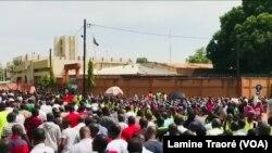 Une marche des syndicats à Ouagadougou, le 28 février 2020 (VOA/Lamine Traoré)