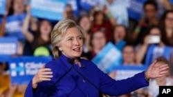 هلیری کلنتن در جریان مبارزات انتخاباتی در ایالت فلوریدا