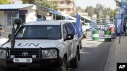 Các quan sát viên Liên Hiệp Quốc rời khỏi văn phòng của LHQ ở Damascus, ngày 26/4/2012