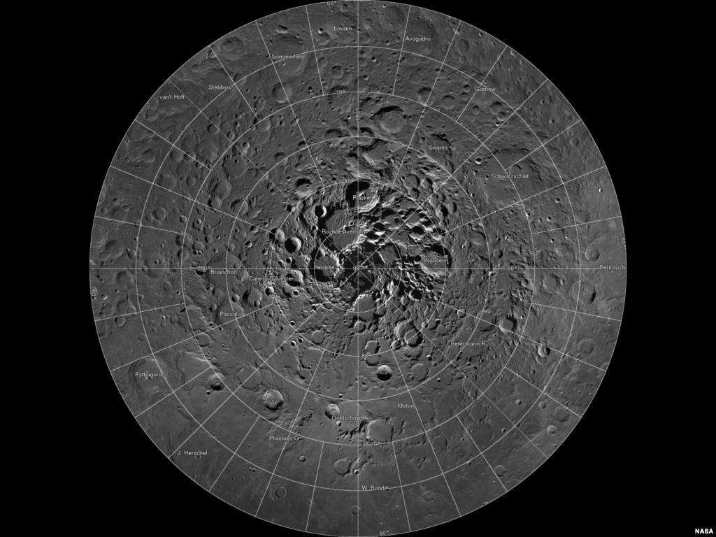 Para ilmuwan dengan menggunakan kamera Lunar Reconnaissance Orbiter (LRO) milik NASA, berhasil menciptakan mosaik beresolusi tinggi terhadap Kutub Utara dari Bulan.