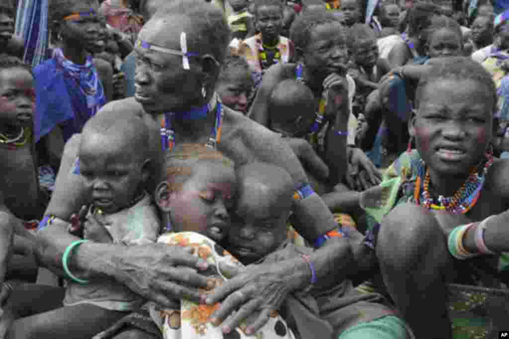 Internally displaced people are seen in Pibor, Sudan January 12, 2012.