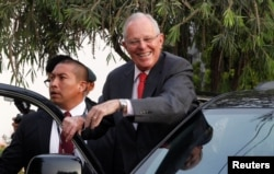 President Pedro Pablo Kuczynski leaves after a meeting with opposition leader Keiko Fujimori in Lima, Peru, Dec. 19, 2016.