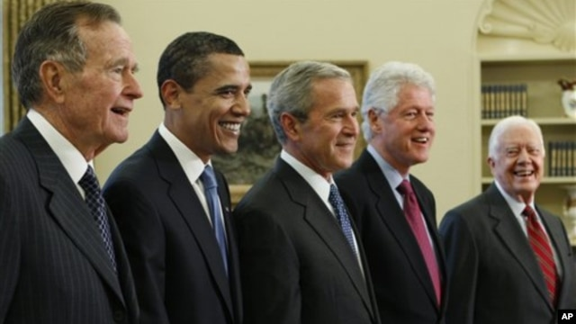Members of the exclusive Presidents Club (from left) George H.W. Bush, Barack Obama, George W. Bush, Bill Clinton and Jimmy Carter, Wednesday, Jan. 7, 2009, in the Oval Office of the White House in Washington.
