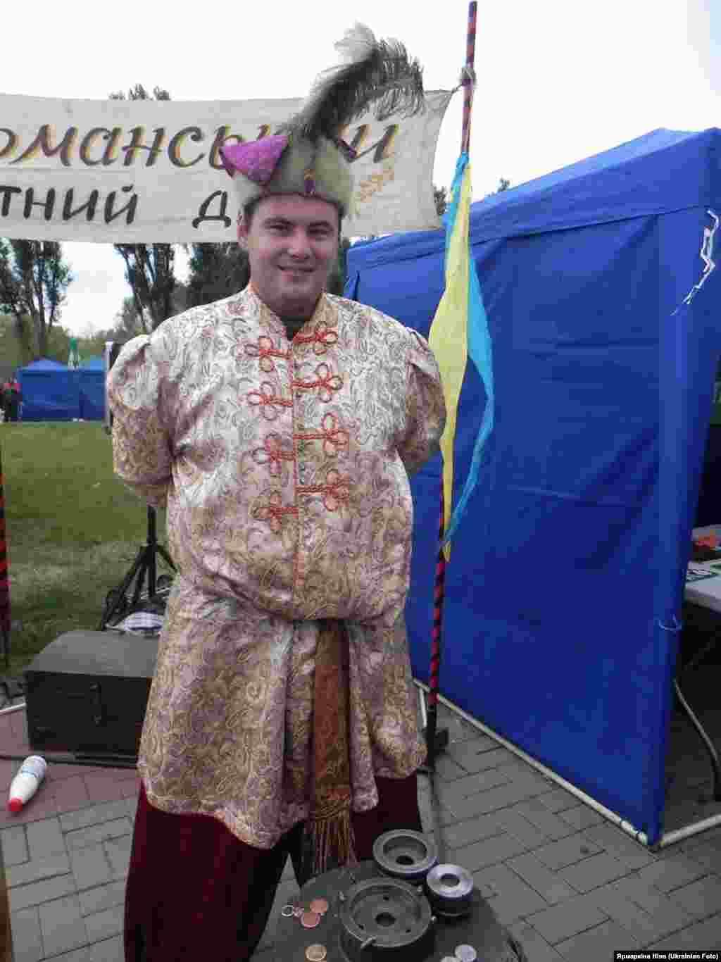 """""""Де ще, як не на ярмарку можна побачити справжніх козаків, почути браві козацькі пісні, зустрітися з самим Нестором Махно?"""""""