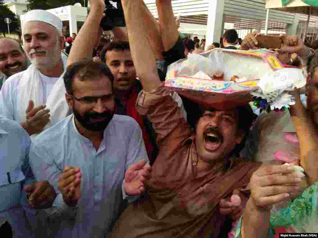 Celebrations for Imran Khan elected New Prime Minister of Pakistan