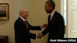 Presiden AS Barack Obama dan Presiden Israel Shimon Peres bertemu di Gedung Putih hari Rabu (25/6).