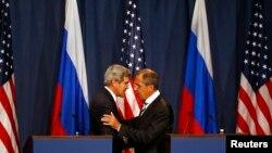 Karbidestên Amerîkî û Rûsî li Jinêvayê li hev kirin ku rejîma Sûrîyê dest ji çekên kîmyawî berde û hember vê jî Amerîka êrîşa leşkerî li dijî rejîma Sûrî encam nede.