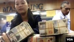 Perbankan masih menetapkan suku bunga tinggi yang dinilai memberatkan sektor usaha di Indonesia (foto: dok).
