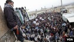 Grupos defensores de los derechos humanos manifestaron que por lo menos 13 personas han muerto este miércoles en todo el país.