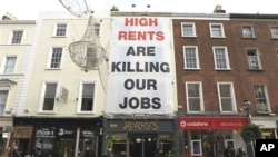 A banner complaining about high shop rents is hung on a shop front in central Dublin, Ireland, 12 Nov 2010