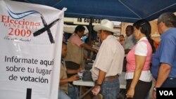 El hacendado de derecha Porfirio Lobo habría ganado las elecciones presidenciales de Honduras.